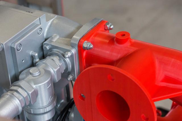 Weryfikacja prototypu kolektora samochodu pożarniczego na samochodzie pożarniczym, wydrukowany został z materiału ABS na 3DGence INDUSTRY F340