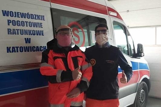 Pracownicy Stacji Pogotowia Ratunkowego w Gliwicach w przyłbicach ochronnych wydrukowanych w 3D przez 3DGence