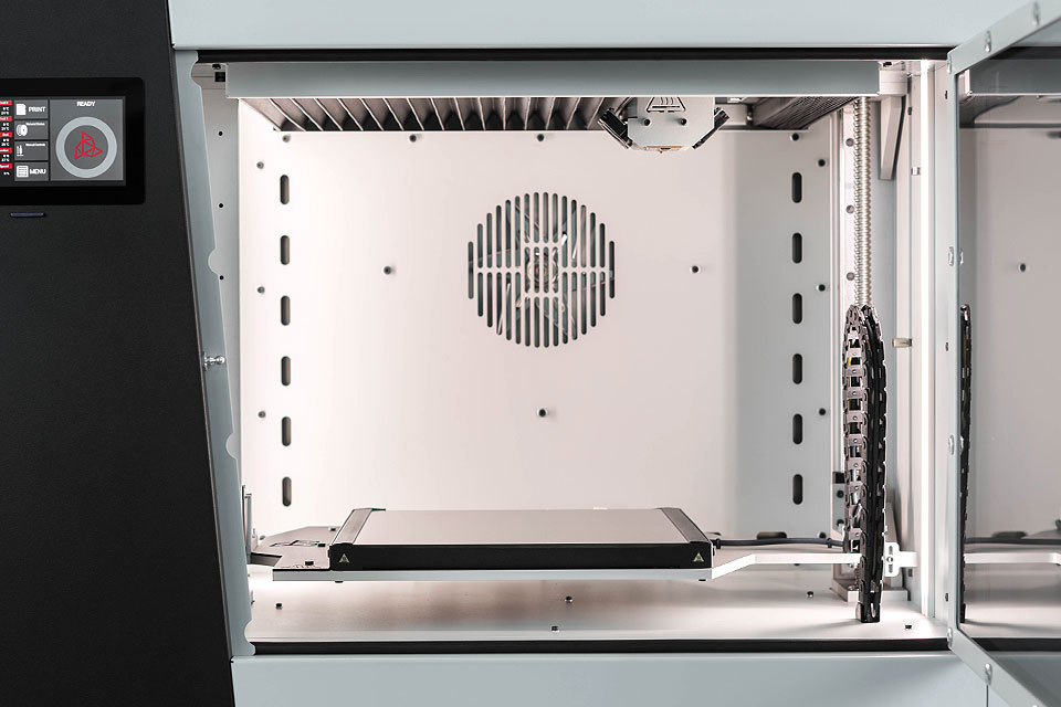 Zoom on printing chamber of the INDUSTRY F340 3D printer.
