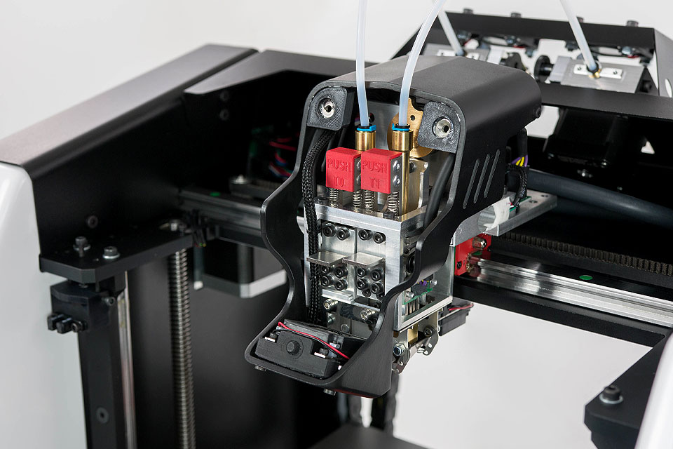 Professional 3D printer 3DGence DOUBLE P255. Close-up of dual hotends with PUSH – patented quick hotend exchange system.